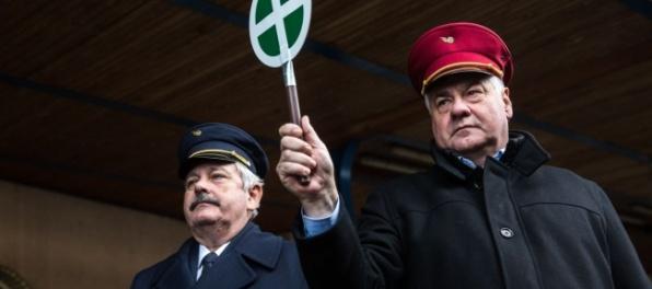 Obrazom: Štátne IC vlaky opäť jazdia, prvý vypravil minister