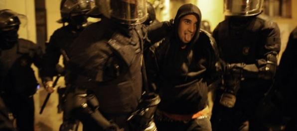 Mladík zaútočil na policajtov, hrozí mu až päť rokov