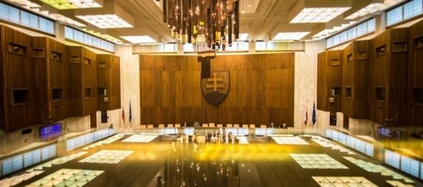 Poslancov čaká 88 bodov programu, budú voliť aj ombudsmana