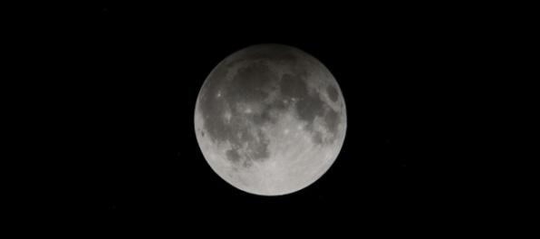 Slováci budú môcť pozorovať vzácny úkaz, začadený Mesiac