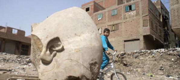 V Káhire objavili obrovskú sochu faraóna Ramesseho II.