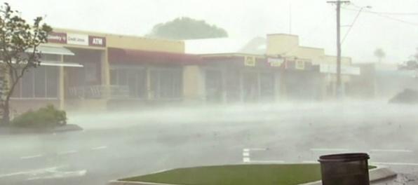 Video: Pobrežie Queenslandu zasiahol silný cyklón Debbie, evakuovali tisíce ľudí