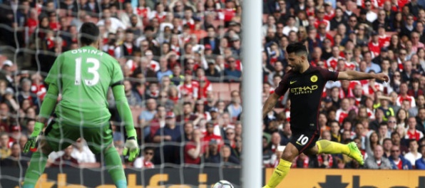 Video: Arsenal v šlágri remizoval s ManCity, v súboji Swansea – Middlesbrough gól nepadol