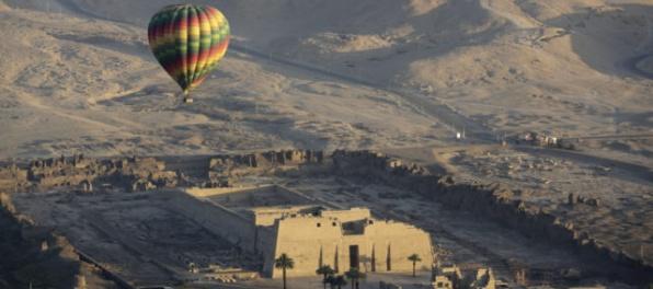 Archeológovia objavili v starovekej hrobke v Luxore viac ako tisíc sôch