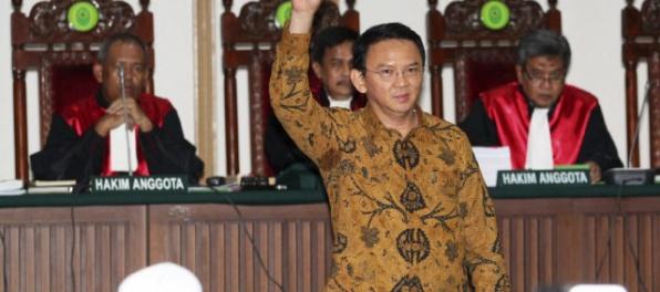 Guvernérovi Jakarty hrozí rok väzenia, znevážil vraj Korán