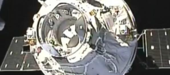 Video: Čínska bezpilotná vesmírna loď sa spojila so stanicou na obežnej dráhe Zeme
