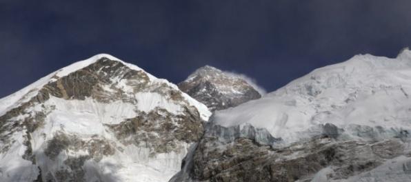 Pod vrcholom Mount Everestu zahynuli ďalší štyria horolezci, sezóna je jednou z najtragickejších