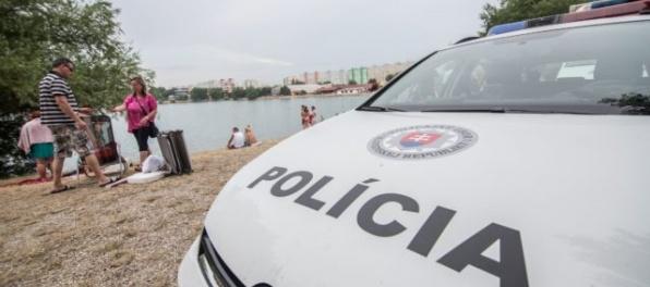 Polícia vyšetruje príčinu úmrtia ženy na jednom z bratislavských jazier