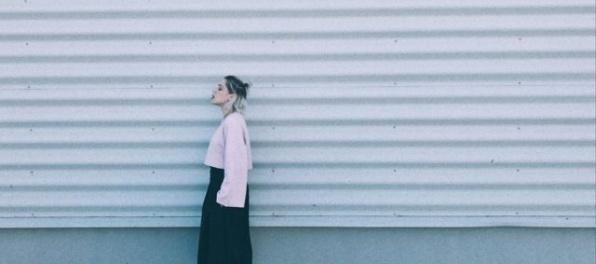 Emma Drobná zverejnila skladbu Words, plánuje aj videklip