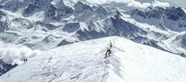 Slovenský horolezec pri zostupe z Denali spadol do úzkej trhliny v ľade, museli ho vysekávať