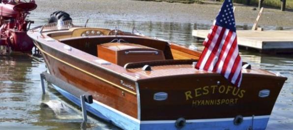 Kennedyho motorový čln vydražili za 75-tisíc dolárov