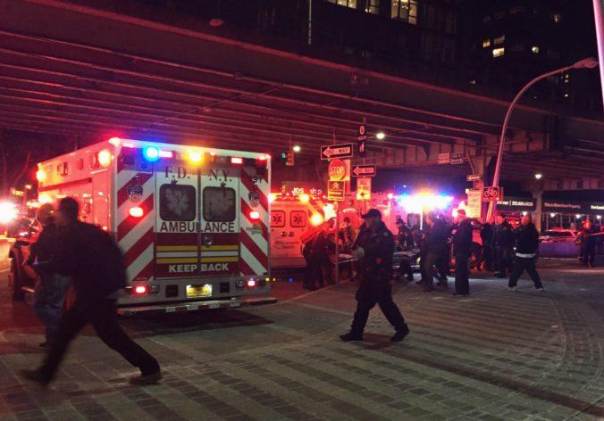 Video: Pri havárii vrtuľníka v New Yorku zahynuli všetci pasažieri, vyslobodil sa len pilot