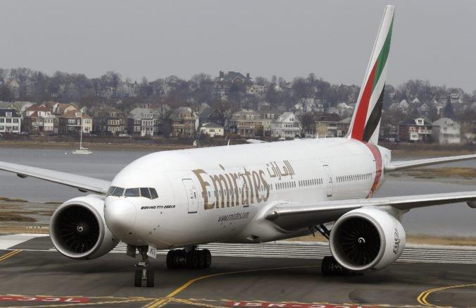 Letuška spoločnosti Emirates zomrela po tom, ako vypadla zo stojaceho Boeingu 777