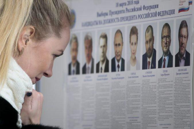 Vladimir Putin suverénne vyhral prezidentské voľby v Rusku