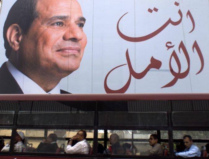 V Egypte zadržali nezávislého novinára, zatknutie prebehlo tesne po Sísího znovuzvolení