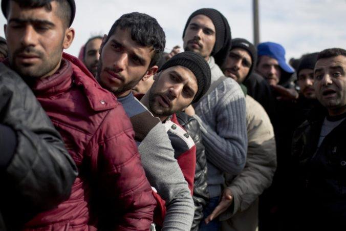 Hranicu Grécka nelegálne prekročili stovky migrantov, do krajiny sa dostávajú pozemnou trasou