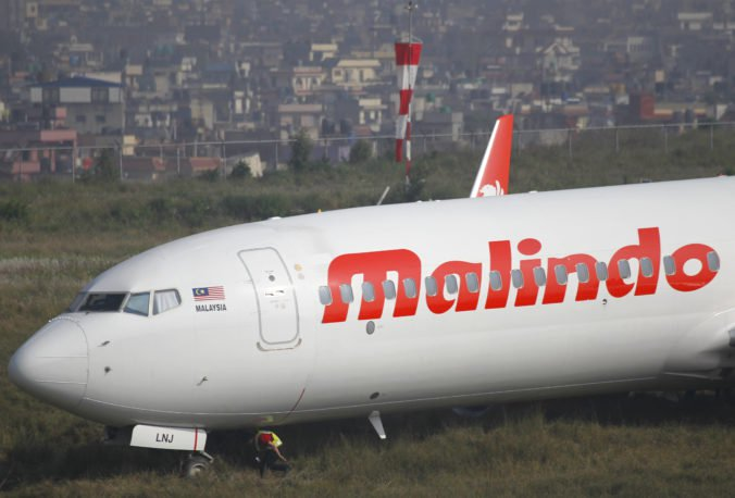 Foto: Boeing 737 pri štarte skĺzol z dráhy, letisko Tribhuvan museli uzavrieť
