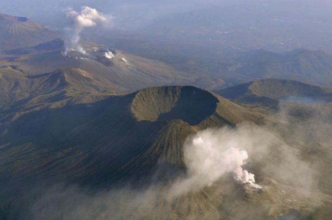 Video: Sopka Io vybuchla po prvý raz za posledných 250 rokov, Japoncov varovali pred skalami