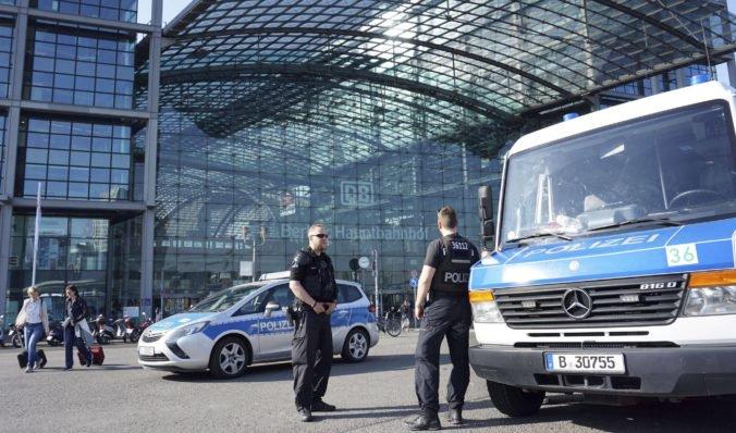 Z centra Berlína evakuujú desaťtisíce ľudí, našli nevybuchnutú britskú bombu