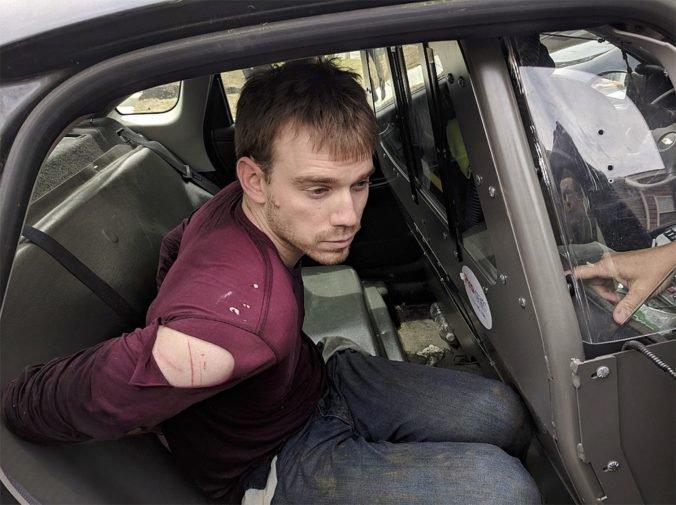 Polícia zatkla nahého strelca z nashvillskej reštaurácie, páchateľ je vraj mentálne nestabilný
