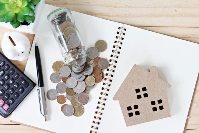 Sprísňovanie pravidiel čerpania pôžičiek Slovákov rozdeľuje
