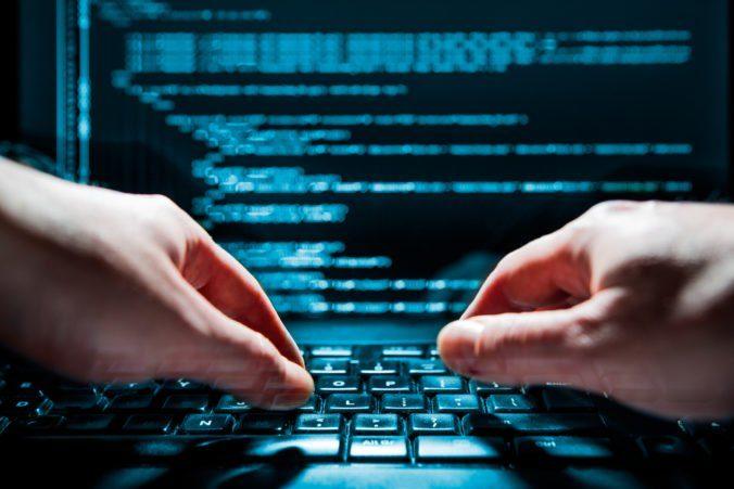 Hackeri napadli informačný systém technických kontrol, došlo k jeho spomaleniu a zaťaženiu