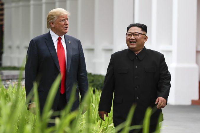 Severná Kórea už nepredstavuje jadrovú hrozbu, vyhlásil Donald Trump po summite s Kim Čong-Unom