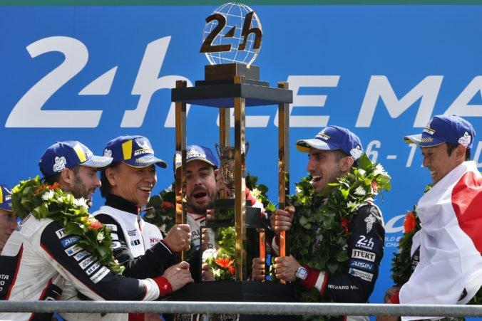 Preteky 24 Le Mans prvýkrát v histórii ovládla Toyota, súčasťou tímu bol aj Alonso z F1