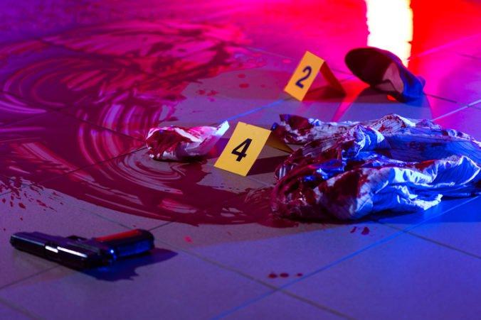 Muž zastrelil svoju manželku a dcéru, následne otočil zbraň proti sebe