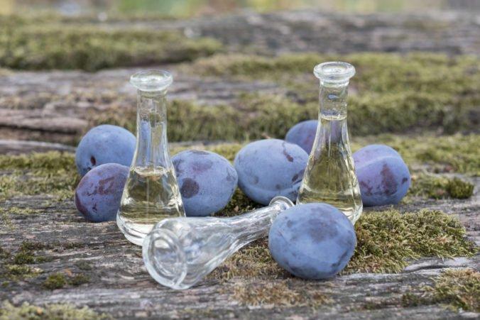 Na Slovensku bude zrejme možné páliť alkohol z ovocia, poslanci podporili návrh strany Most-Híd