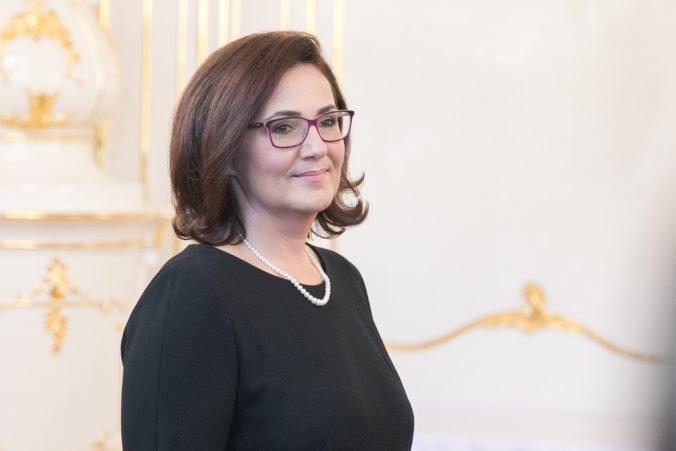 Ministerka Lubyová by mala podľa SaS učiteľom vysvetliť, prečo sa neriešia problémy v školstve