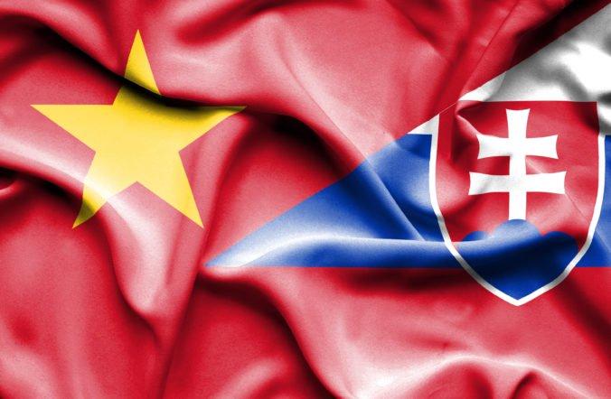 Slovenský diplomat Le Hong podozrivý z korupcie sa na vietnamské veľvyslanectvo nevráti