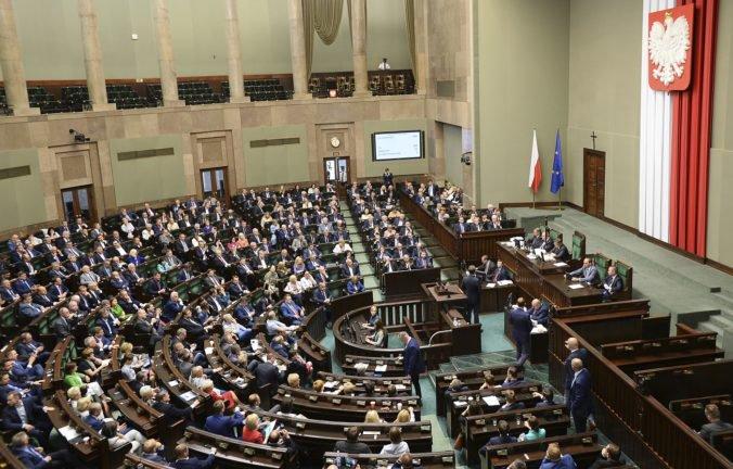 Poľskí poslanci odhlasovali zmenu zákona o holokauste, veria v zlepšenie zahraničných vzťahov