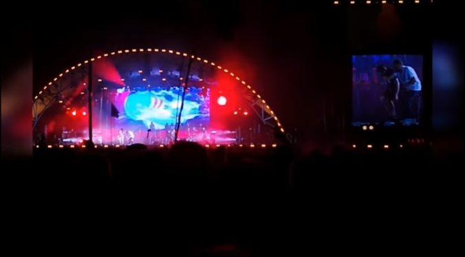 Video: Gorillaz skrátili vystúpenie na festivale Roskilde, rapper spadol z pódia