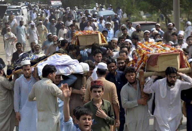 Bombový útok v Pakistane si vyžiadal smrť politika a desiatok ľudí, za incidentom stojí Taliban
