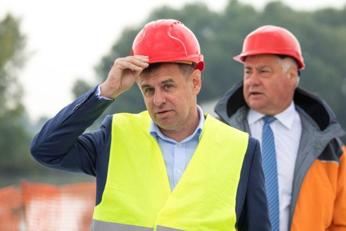 Ministri Sólymos a Érsek skontrolovali stavbu diaľnice D4, môžu za to podozrenia zo zločinu
