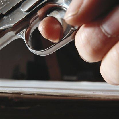 Tragédia pri čistení zbrane, otec nešťastne zastrelil šesťročnú dcéru