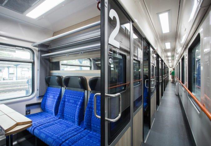 Foto: Štátne železnice predstavili nové vozne, interiér je inšpirovaný Dunajom aj Čičmanmi