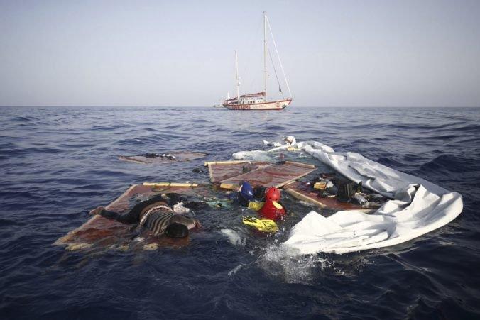 Španieli zachránili v Stredozemnom mori stovky migrantov, boli medzi nimi aj ženy a deti