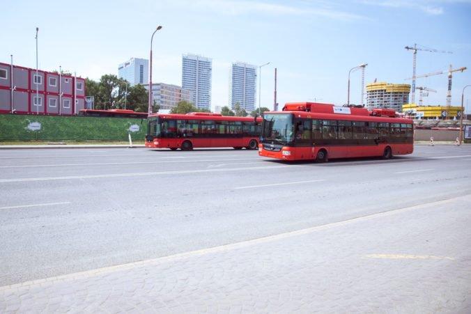 Niekoľko liniek bratislavskej MHD sa dočasne zmenilo, dôvodom je oprava križovatky v Petržalke