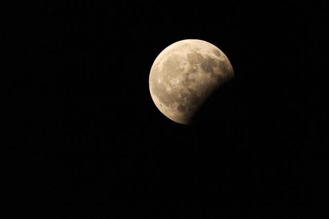 Čaká nás najdlhšie zatmenie Mesiaca v tomto storočí, nebeské divadlo potrvá niekoľko hodín
