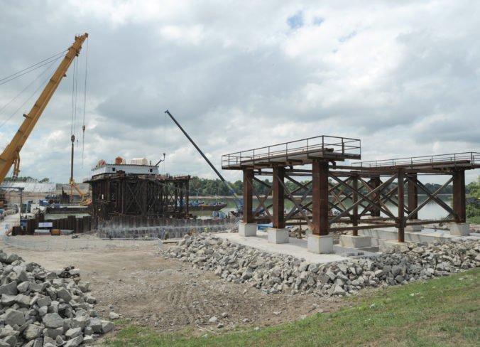 Správa ciest má zaplatiť za fotodokumentáciu mosta pri Komárne skoro šesťdesiat tisíc eur