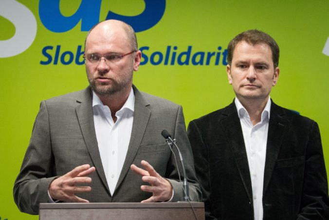 SaS vyzvalo premiéra, aby odvolal Denisu Sakovú, pripisujú ju k podozrivým
