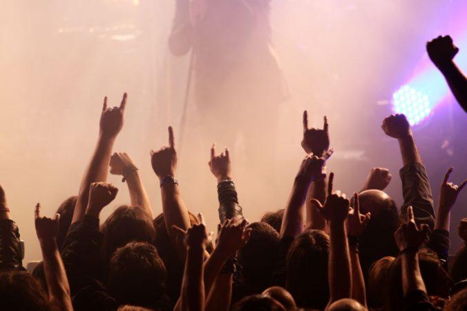 Seniori ušli z opatrovateľského zariadenia, polícia našla dvojicu na metalovom festivale