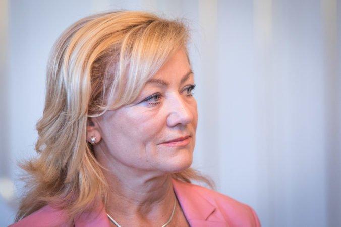 Skupina signatárov vyzýva Pellegriniho, aby odvolal ministerku Laššákovú pre jej nekompetentnosť