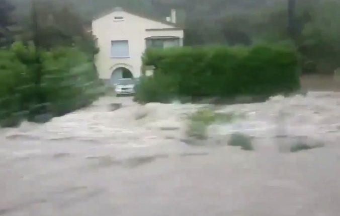 Video: Prívalové dažde spôsobili vo Francúzsku veľké záplavy, vyžiadali si evakuáciu ľudí