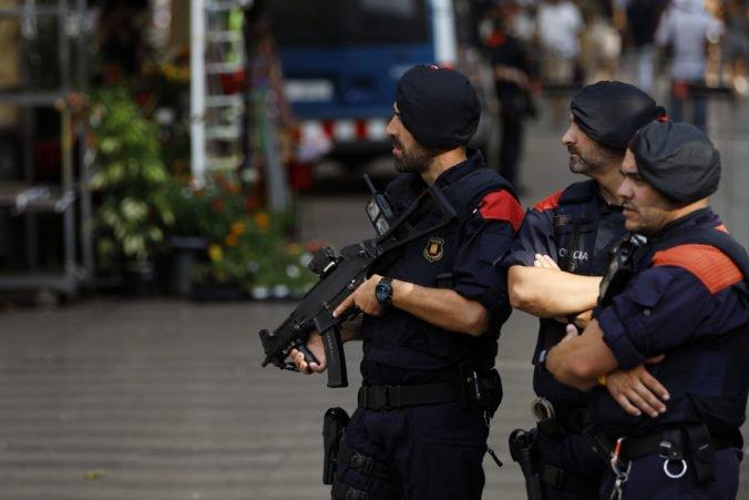 Polícia v Barcelone strieľala na útočníka s nožom, údajne ich chcel napadnúť