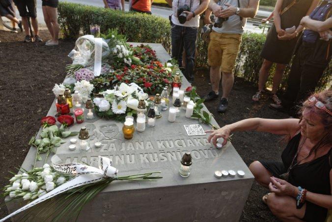 Foto: Jánovi Kuciakovi a Martine Kušnírovej odhalili v Košiciach pomník
