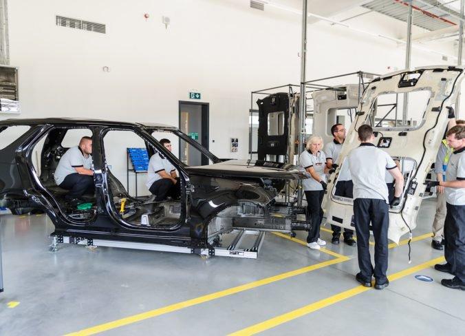 Haly Jaguaru Land Rover sú bez klimatizácie, merania podľa odborárov ukázali prekročenie teplôt