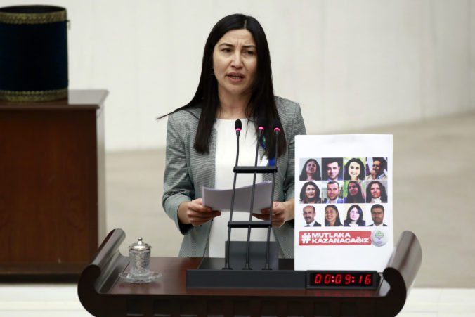 Turecká politička utiekla do Grécka a žiada o azyl, svoju krajinu opustila nelegálne
